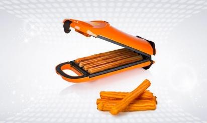 Oranje churrosapparaat met 4 bereide churros