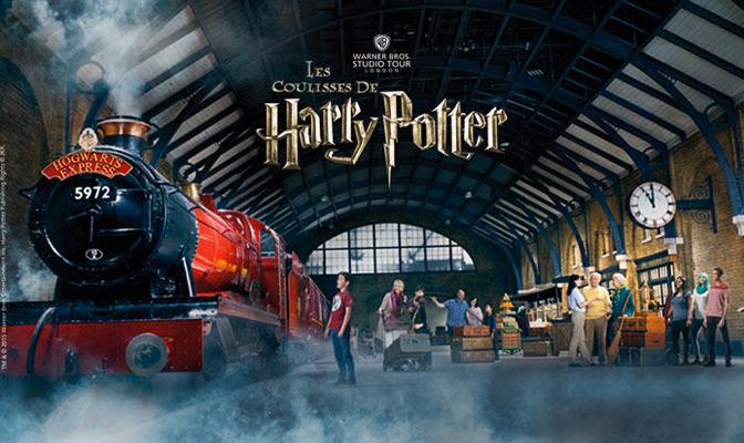 Harry Potter in het station van London met rode trein
