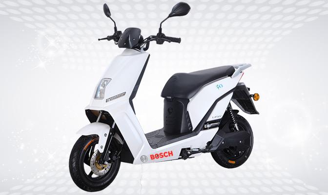 Scooter électrique blanc Bosch