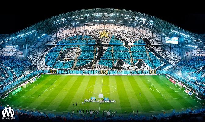 OM-voetbalstadion vol met fans